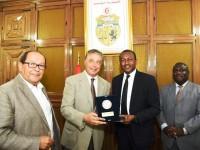 Coopération dans le domaine de la promotion  immobilière  /Le prix d'excellence 2016 du meilleur promoteur immobilier  de C-I, Siriki Sangaré, distingué en Tunisie.