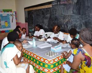 Journée mondiale de lutte contre la pneumonie : l'Association Ange Helene sensibilise la population du village d'Akouai Santai dans la commune de Bingerville.