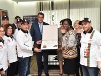 Humanitaire /Le Club Royal de Motos de Rabat offre 4.000 kits scolaires à Children Of Africa