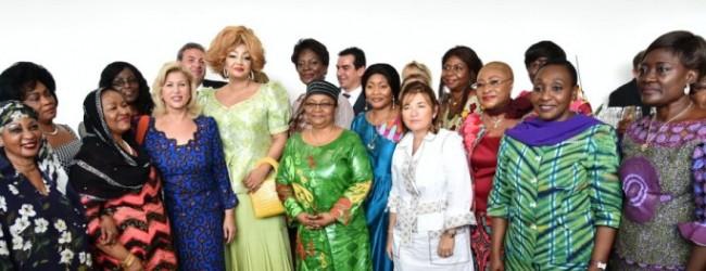 En marge du 5ème sommet de l'UA-UE/Les Premières Dames ont visité l'Hôpital Mère-Enfant Dominique Ouattara  de Bingerville