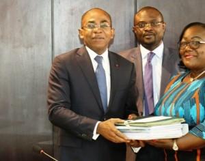 Ministère de l'Assainissement: Claude Isaac Dé passe le flambeau à Anne Désiré Ouloto