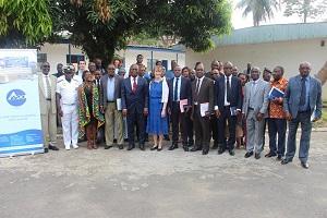 L'Ambassade des Etats-Unis fait un don d'équipement de laboratoire et d'un véhicule au Centre Ivoirien Anti-Pollution