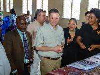 Autonomisation et inclusion politique et des femmes:  L'Administrateur de USAID en visite à Abobo