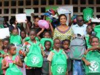Rentrée scolaire :Mme MABRI OFFRE DES KITS SCOLAIRES À PLUSIEURS ENFANTS DÉFAVORISÉS DANS LE DISTRICT D'ABIDJAN