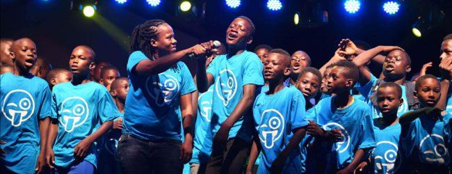 Journée mondiale de l'enfance : Les enfants prennent les commandes et le monde passe au bleu. La Convention relative aux droits des enfants a 30 ans cette année