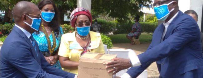 Les différentes sections du Rotary club International de Côte d'ivoire viennent, ce mardi 14 avril 2020, au secours du ministère de la santé pour combattre le CODIV-19.