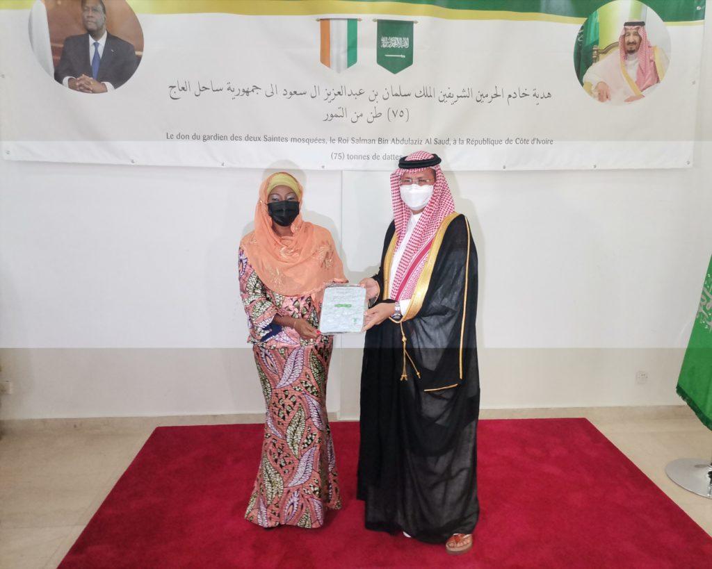 Cérémonie officielle de la remise de DON DE DATTES offertes au Gouvernement Ivoirien par le CENTRE DU ROI SALMAN pour le Secours et l'Aide Humanitaire