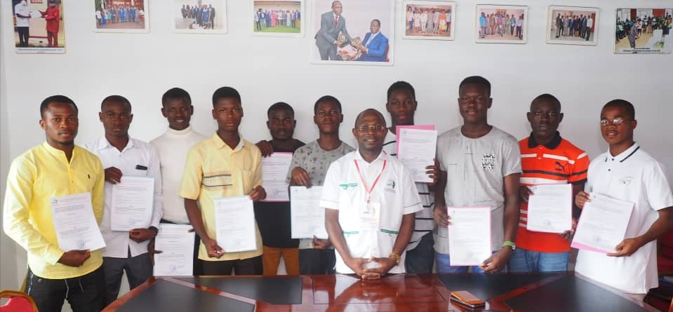 13 Responsables d'Associations et Mouvements de jeunesse estudiantine adhérent à laPlate-forme pour l'Engagement Citoyen de Côte d'Ivoire dénommée PEC-CI.