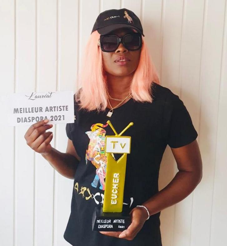 Jamais K.O »  de l'artiste Dayin Dy remporte  le prix EUCHER TV 2021 de la meilleur artiste Diaspora.