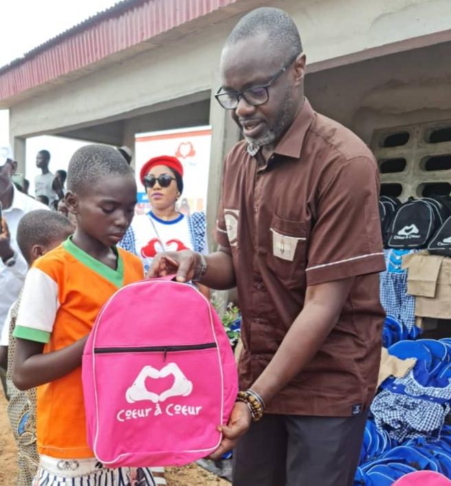 Côte d'Ivoire /Rentrée Scolaire 2021-2022:l'ONG «Notre GAGNOA Demain» en partenariat avec l'ONG «Cœur à Coeur» et Notre Tomodi Demain (NTD) soulage les enfants défavorisés des zones rurales du Canton GBADI (Gagnoa).