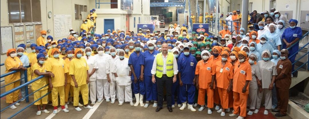 Economie: l'activité industrielle de transformation du thon en danger