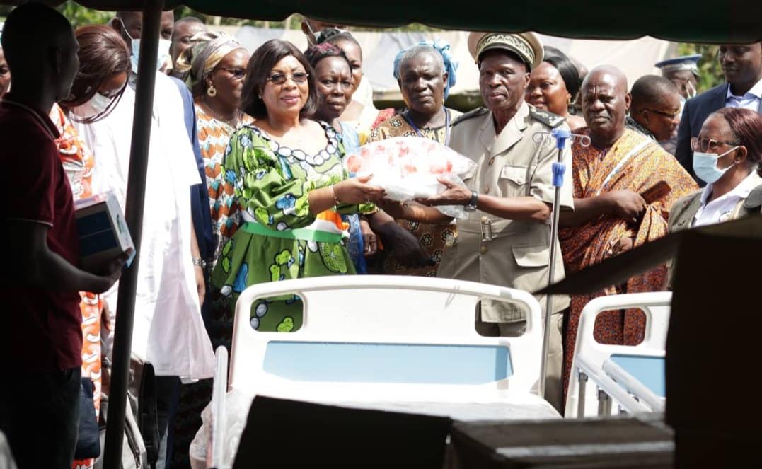 Côte d'Ivoire / Guitry:Le Député-maire YAO Patricia équipe des centres de santé